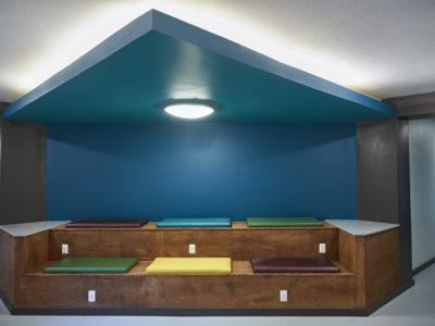 848 Mitchell - Lounge area